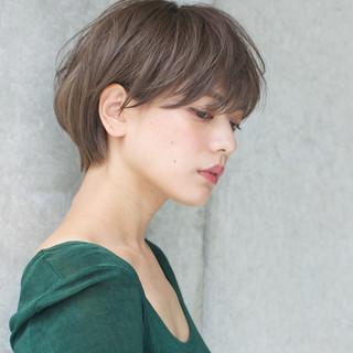 リラックス ショート グレージュ 透明感 ヘアスタイルや髪型の写真・画像 ヘアスタイルや髪型の写真・画像