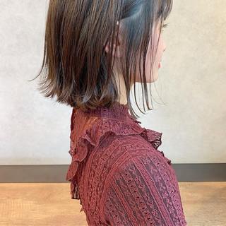 オフィス アンニュイほつれヘア ヘアアレンジ ボブ ヘアスタイルや髪型の写真・画像