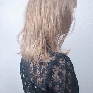 ナチュラル ミルクティーグレージュ ハイライト ミルクティー ヘアスタイルや髪型の写真・画像