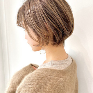 ショートボブ インナーカラー 大人かわいい ナチュラル ヘアスタイルや髪型の写真・画像