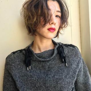 アウトドア バレンタイン ショート エレガント ヘアスタイルや髪型の写真・画像