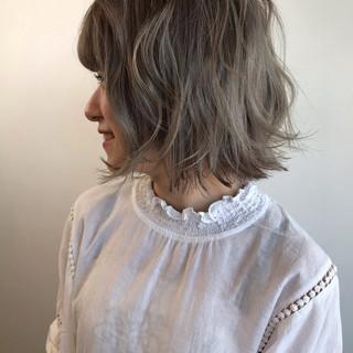 グレージュ ガーリー 切りっぱなしボブ パーマ ヘアスタイルや髪型の写真・画像