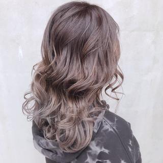 アッシュグレージュ グレーアッシュ アッシュ アッシュベージュ ヘアスタイルや髪型の写真・画像