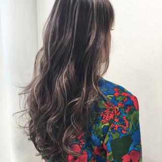 外国人風 エレガント ウェーブ ハイライト ヘアスタイルや髪型の写真・画像