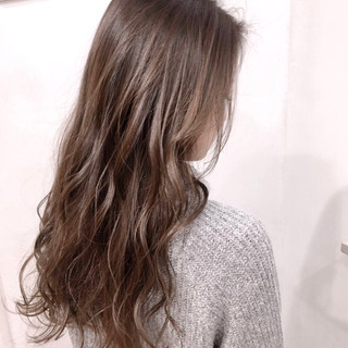 バレイヤージュ ロング グラデーションカラー ナチュラル ヘアスタイルや髪型の写真・画像