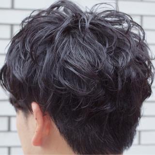 メンズ パーマ ストリート ウェットヘア ヘアスタイルや髪型の写真・画像