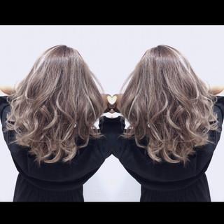 フェミニン 外国人風カラー セミロング ハイトーン ヘアスタイルや髪型の写真・画像