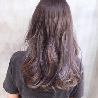 セミロング ストリート ハイライト ラベンダーアッシュ ヘアスタイルや髪型の写真・画像