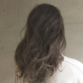 セミロング 外国人風 ゆるふわ アッシュ ヘアスタイルや髪型の写真・画像