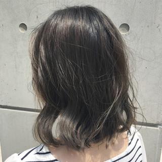 アウトドア ボブ ハイライト グレージュ ヘアスタイルや髪型の写真・画像