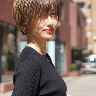 ショートボブ ミルクティーベージュ ショート 小顔ショート ヘアスタイルや髪型の写真・画像