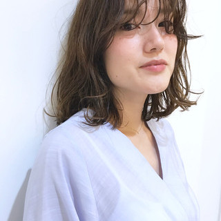 アンニュイ ミディアム ウェーブ ハイライト ヘアスタイルや髪型の写真・画像 ヘアスタイルや髪型の写真・画像