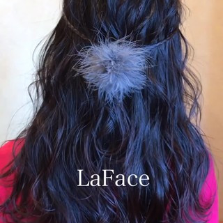 ヘアアレンジ 波ウェーブ フェミニン 巻き髪 ヘアスタイルや髪型の写真・画像