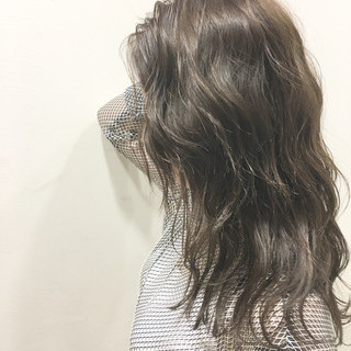 ブラウン ストリート 波ウェーブ 暗髪 ヘアスタイルや髪型の写真・画像