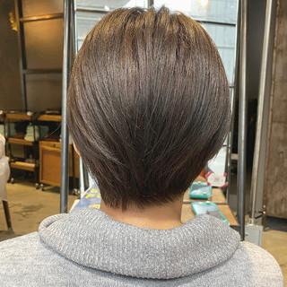 前下がりショート ミルクティーベージュ ショートヘア 大人ショート ヘアスタイルや髪型の写真・画像