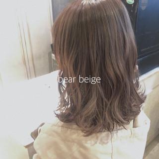 シアーベージュ ミディアム ヌーディベージュ ベージュ ヘアスタイルや髪型の写真・画像
