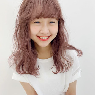 ピンクベージュ ピンクブラウン ナチュラル セミロング ヘアスタイルや髪型の写真・画像
