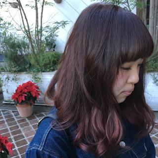 エレガント ベリーピンク グラデーションカラー デート ヘアスタイルや髪型の写真・画像