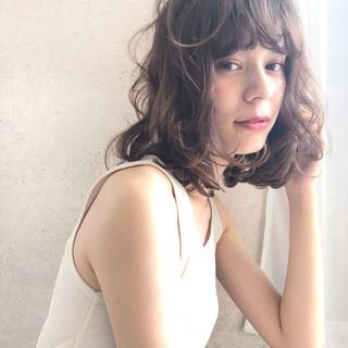 ココアベージュ デート ミディアム ナチュラル ヘアスタイルや髪型の写真・画像