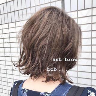 ナチュラル ミニボブ 外ハネボブ アッシュブラウン ヘアスタイルや髪型の写真・画像