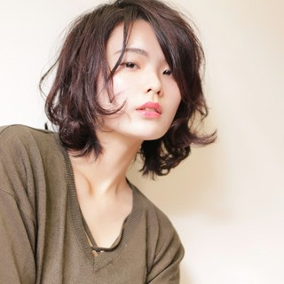抜け感 外ハネ ウェットヘア 簡単 ヘアスタイルや髪型の写真・画像