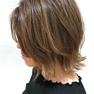 ベージュ デート 色気 ハイライト ヘアスタイルや髪型の写真・画像