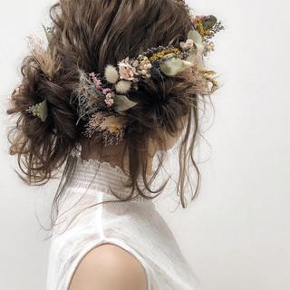 ミディアム ゆるふわ フェミニン ブライダル ヘアスタイルや髪型の写真・画像