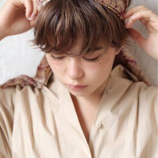 色気 ショート ウェーブ ナチュラル ヘアスタイルや髪型の写真・画像