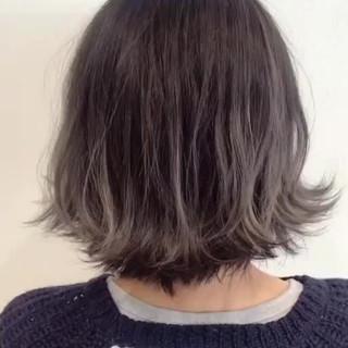ボブ ホワイト ホワイトアッシュ ブリーチ ヘアスタイルや髪型の写真・画像