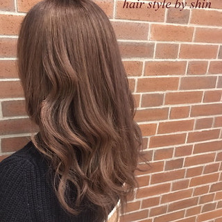 インナーカラー ナチュラル デート ミルクティー ヘアスタイルや髪型の写真・画像
