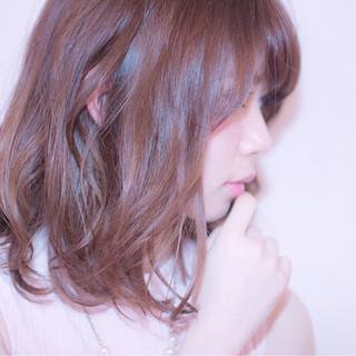 レッド 大人かわいい ナチュラル ピンク ヘアスタイルや髪型の写真・画像