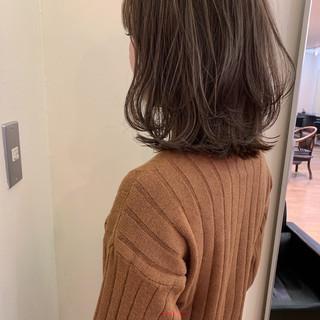 大人かわいい ミディアム ナチュラル アンニュイほつれヘア ヘアスタイルや髪型の写真・画像