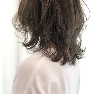 透け感ヘア ハイライト レイヤーカット ミディアムレイヤー ヘアスタイルや髪型の写真・画像
