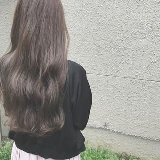 フェミニン アッシュ ロング 外国人風カラー ヘアスタイルや髪型の写真・画像