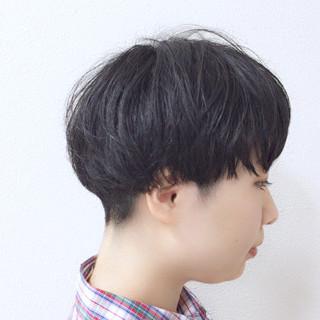 マッシュ 刈り上げ 毛先パーマ ショート ヘアスタイルや髪型の写真・画像