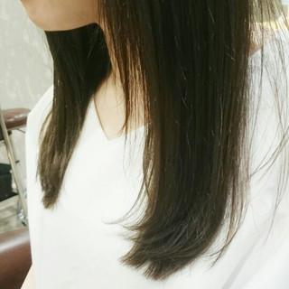 フェミニン ナチュラル 暗髪 外国人風 ヘアスタイルや髪型の写真・画像 ヘアスタイルや髪型の写真・画像