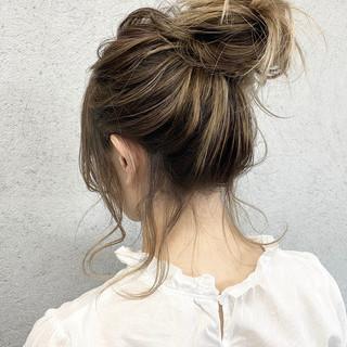 アッシュベージュ ヘアアレンジ バレイヤージュ ショートヘア ヘアスタイルや髪型の写真・画像