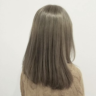 グレージュ アッシュ ハイトーン 外国人風 ヘアスタイルや髪型の写真・画像