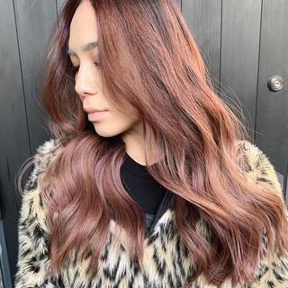 ピンクベージュ バレイヤージュ ロング ブロンドカラー ヘアスタイルや髪型の写真・画像