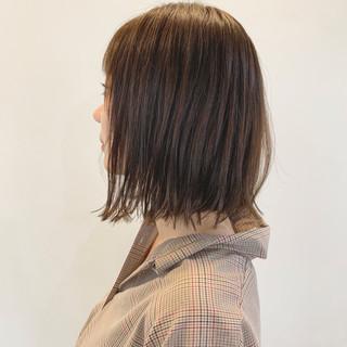 ベージュ ヘアアレンジ 切りっぱなし 大人かわいい ヘアスタイルや髪型の写真・画像