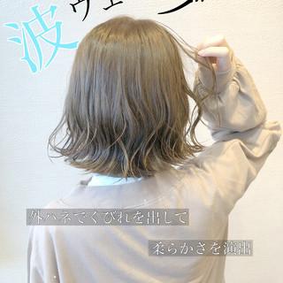 束感 ミディアム ショートヘア 切りっぱなしボブ ヘアスタイルや髪型の写真・画像
