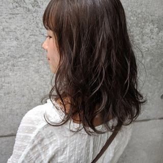 オリーブアッシュ ベージュ ナチュラル ラベンダーアッシュ ヘアスタイルや髪型の写真・画像