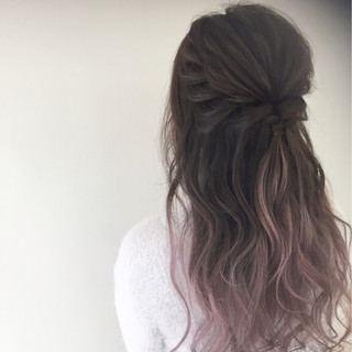 グラデーションカラー 簡単ヘアアレンジ ピンク フェミニン ヘアスタイルや髪型の写真・画像