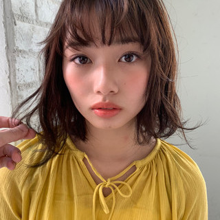ミディアム ゆるふわパーマ 小顔ヘア 透明感カラー ヘアスタイルや髪型の写真・画像