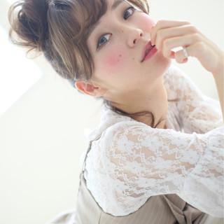 フェミニン ヘアアレンジ ミディアム お団子 ヘアスタイルや髪型の写真・画像 ヘアスタイルや髪型の写真・画像
