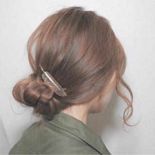 セミロング お団子 大人かわいい 外国人風 ヘアスタイルや髪型の写真・画像