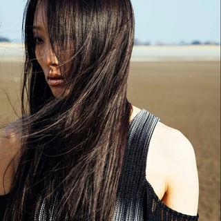 黒髪 リラックス 暗髪 ストレート ヘアスタイルや髪型の写真・画像