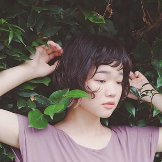 外国人風 ナチュラル 前髪あり 黒髪 ヘアスタイルや髪型の写真・画像
