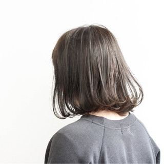 ミディアム 色気 ナチュラル ミルクティー ヘアスタイルや髪型の写真・画像