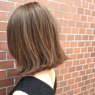 前下がり グレージュ ウェットヘア ストリート ヘアスタイルや髪型の写真・画像